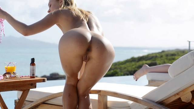 Incredibly hot ass by the ocean